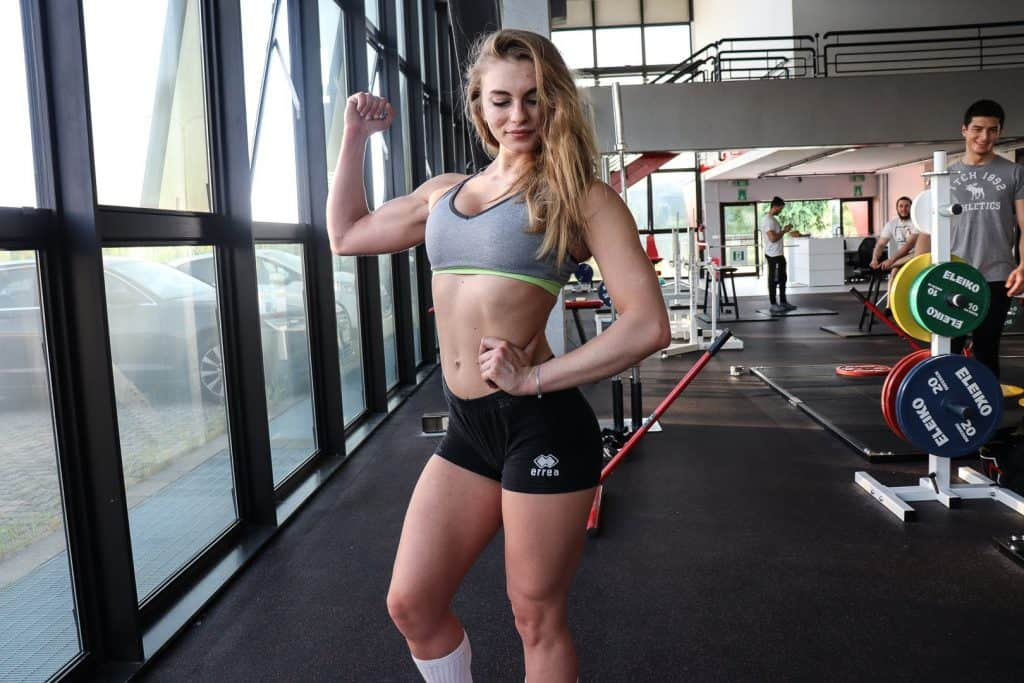 Alessia Ferrari esercizi glutei