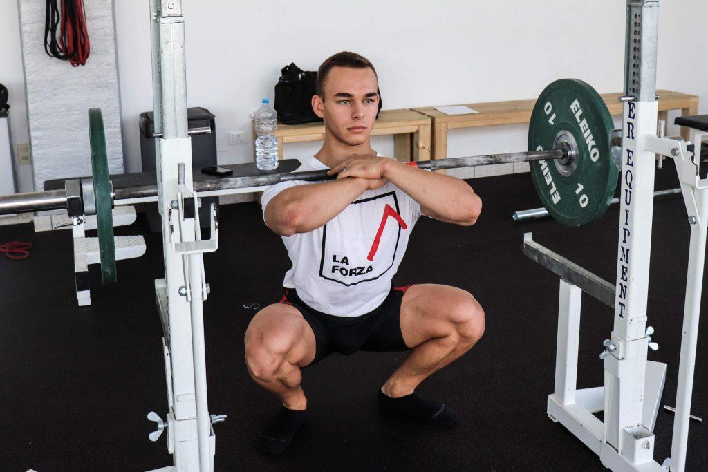 Lo Squat Frontale è una variante del Back Squat