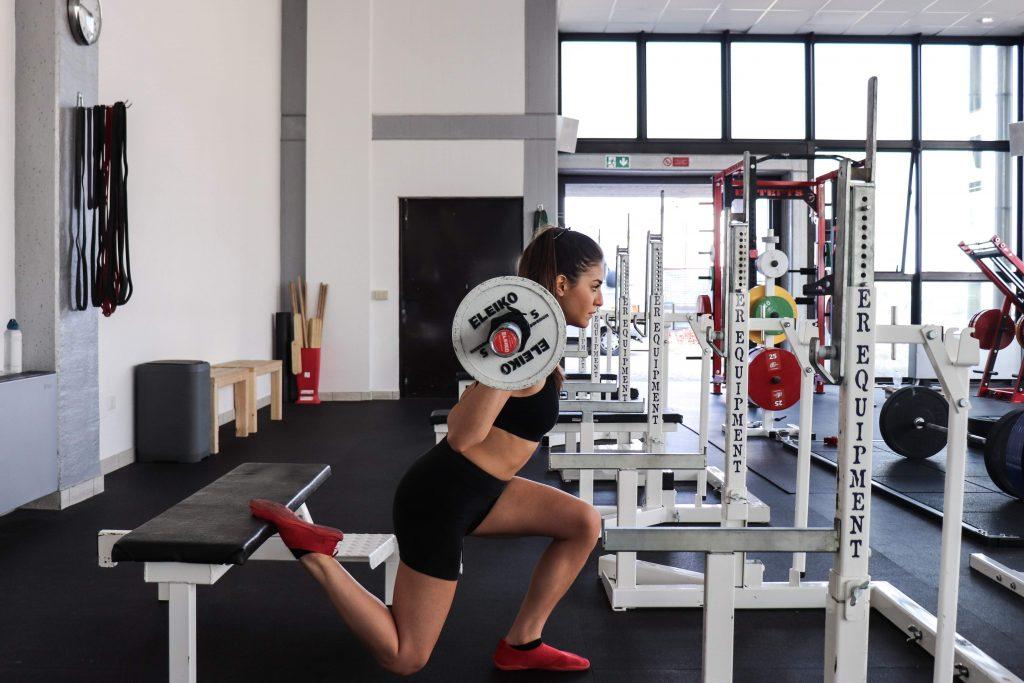 squat bulgaro, posizione laterale accosciata